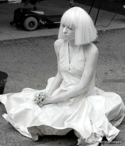 living-statue-girl-in-white-kim